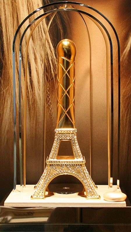 La Tour est Folle, adaptation de la Tour Eiffel en sextoy, en version Or et Diamants incrustés